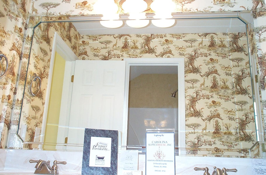 Beveled corner mirror